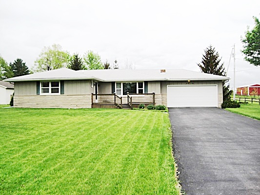 Just Listed 3 Bedroom Home 1 acre lot – move-in ready