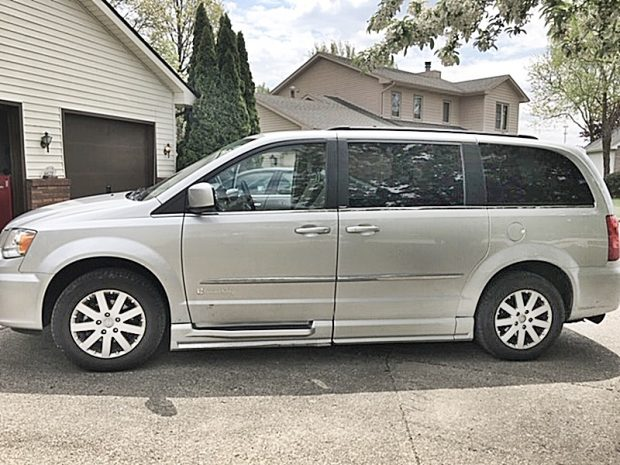 2011 Chrysler Town & Country Handicap Van, Antiques, Collectibles, Furniture, Household Items