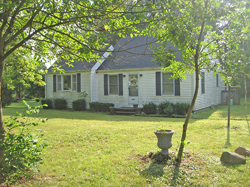 1,360 sq ft Home with 3 Bedrooms, 1 Bath, Detached Garage on 2 Acres /Furniture, Household Items, Antiques, Collectibles, Hand & Power Tools, Appliances